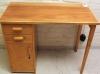 1950-luvun puinen kirjoituspöytä